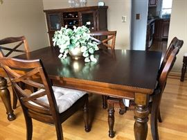 Dining Room Table with 6 chairs and pads