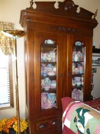 BEAUTIFUL TALL DISPLAY HUTCH AND LARGE COLLECTION OF HULL POTTERY