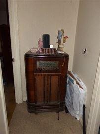Vintage RCA Victor Cabinet Radio