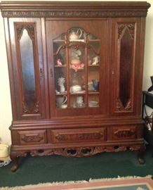 Antique/Vintage Queen Anne style china hutch.