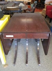 Expandable Drop Leaf Table
