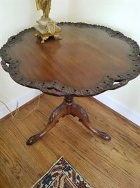 Very fine Chippendale Style Pie Crust Tip Top table