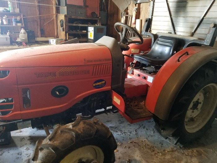 Tractor with very low miles