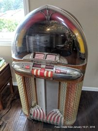 Wurlitzer Model 1100 jukebox, works, plays music, needs balancing.