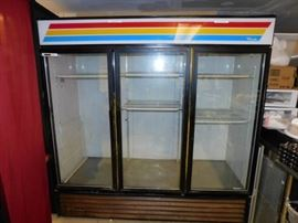 True GDM-72 Glass 3 Door Merchandiser working unit