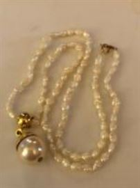 14k gold and freshwater pearl necklace