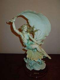 "Giuseppe Armani Porcelain Figurine ""Wing Song"""