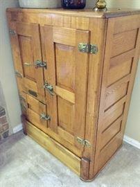 Antique ice chest, excellent condition!