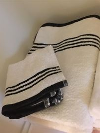 lots of brand new towels