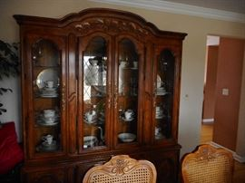 Drexel Traditional Lighted Curio,China Cabinet Storage