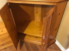 8FURNITURECORNERCabinet