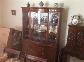 Very nice China hutch and table.