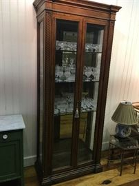 Beautiful Henredon lighted cabinet