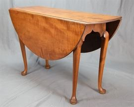 TABLE, DROP LEAF, QUEEN ANNE, MASS., C. 1730-50