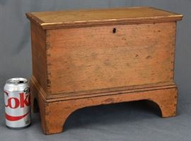 MINIATURE 19TH CENT. BLANKET CHEST, HAND DOVE TAILED