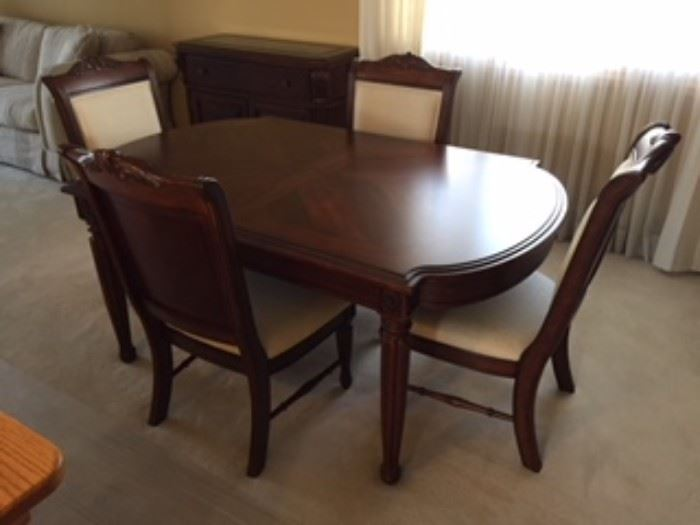 Thomasville Dining Room Table With 2 Leafs 6 Chairs Arm And 4 Side