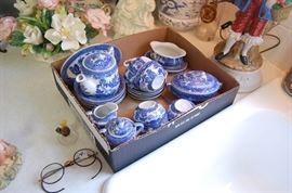 Blue Willow Miniature Set China