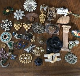 sampling of vintage costume pins/brooches
