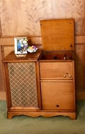 1956 Voice Master Model 565A Fidelis Console with Original Papers