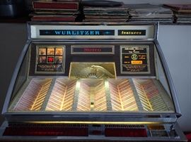 WURLITZER / MULTI SELECTOR PHONOGRAPH MODEL 2900 / WITH FREE PLAY / WORKS