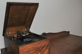 RCA Victor quarter-sawn oak tabletop model Victrola