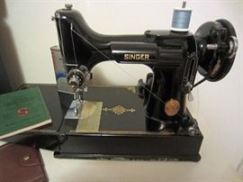 Singer 221-1 Featherweight Sewing Machine Machine