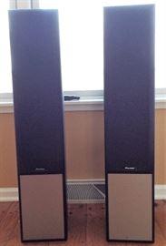 Set of 2 Pioneer Speakers  http://www.ctonlineauctions.com/storecatalog.asp?userid=95087