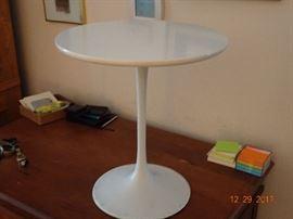 Tulip shape table