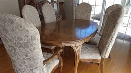Hickory Co. dining table, leaf, 4 sides and 2 carver chairs