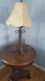 Matching living room end tabLe and table lamp