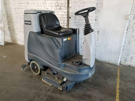Advance Advenger 2805D ride on floor scrubber