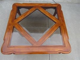 Wood and glass panels side or end table
