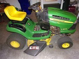 John Deere LA115 Riding mower/tractor