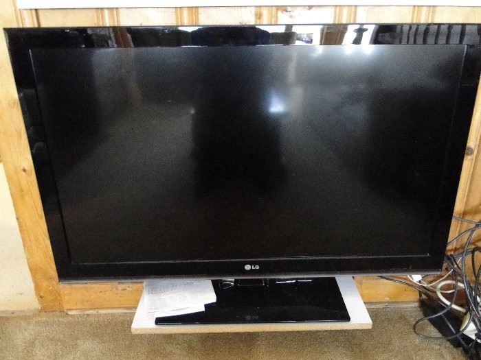 "42 "" LG flat Screen TV"