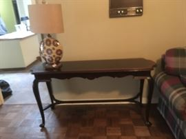 VINTAGE SOFA TABLE AND A NEAT LAMP WITH BURLAP SHADE