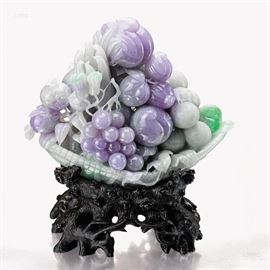 FINE JADEITE FRUIT CARVING