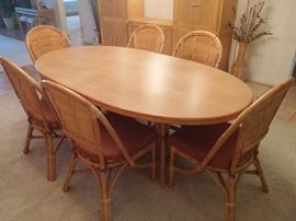 9 Pc Dining Room Set. Oval Table and 6 Chairs.