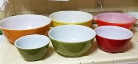 Great set of VINTAGE PYREX MIXING BOWLS
