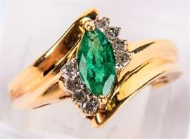 Lot 10 - Jewelry 10kt Yellow Gold Emerald Cocktail Ring
