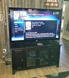 NICE Large Flat Screen TV - WORKS PERFECTLY !!!!