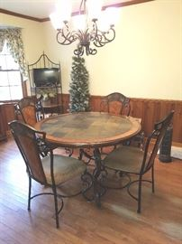 Dining Room/Kitchen Table and Chairs