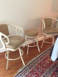 matching bar chairs. like new condition