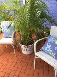 sturdy wicker style chairs, large glazed ceramic pot