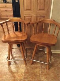 2 Kitchen bar stools