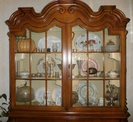 Henredon Viennese Collection China Hutch