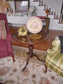 Lovely round mahogany occasional table