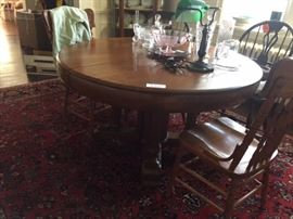 oak round table having 3 leaves