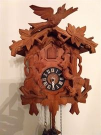 Guten tag!                                                                                          That's what this lovely, vintage cuckoo clock would like to say!