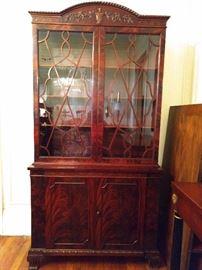 Vintage mahogany china cabinet, with beautiful veneers.