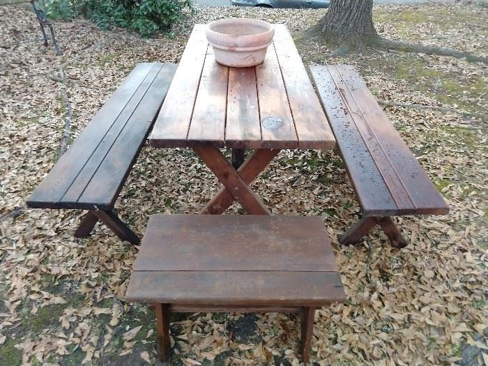Set rite cheer, grab a pig's foot and a bottle o' beer! Spring and summer are right around the corner and you DO want to be the fist on the block to have a well made wooden barbecue table, with matching benches.